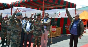 The Union Minister for Defence, Shri Manohar Parrikar with the troops in Leh, during his visit to Siachen Glacier on May 22, 2015.