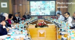 The Secretary, Department of Financial Services (DFS), Ministry of Finance, Dr. Hasmukh Adhia meeting the CEO's of the Public Sector Banks, Financial Institutions and Sr. Officials of Transport, Power, Steel and Shipping  Ministries and RBI, in Mumbai on April 28, 2015.