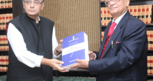 The Chairman of the Seventh Pay Commission, Justice A.K. Mathur submitted its report to the Union Minister for Finance, Corporate Affairs and Information & Broadcasting, Shri Arun Jaitley, in New Delhi on November 19, 2015.