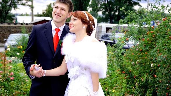 Honeymoon fight: Man walks off plane, leaves wife behind