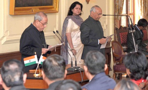 The President, Shri Pranab Mukherjee administering the oath to Shri R.K. Mathur as Chief Information Commissioner, at a swearing-in ceremony, at Rashtrapati Bhavan, in New Delhi on January 04, 2016.