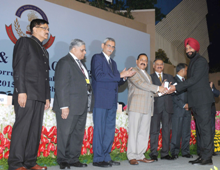 The Minister of State for Development of North Eastern Region (I/C), Prime Minister's Office, Personnel, Public Grievances & Pensions, Department of Atomic Energy, Department of Space, Dr. Jitendra Singh gave away the Police Medals for Meritorious Service to the CBI Officials, at the 21st Conference of CBI & State ACBx/Vigilance Bureaux, in New Delhi on November 19, 2015. The Secretary, DoPT, Shri Sanjay Kothari, the Director of CBI, Shri Anil Sinha and other dignitaries are also seen.
