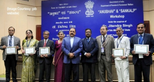 The Minister of State for Development of North Eastern Region (I/C), Prime Minister's Office, Personnel, Public Grievances & Pensions, Department of Atomic Energy, Department of Space, Dr. Jitendra Singh presented the 'Anubhav awards' to the retired Government servants for Best write-ups, at the inauguration of the workshop on 'Anubhav' and 'Sankalp', in New Delhi on February 19, 2016. The Secretary of Department of Administrative Reforms, Public Grievances (DARPG), Shri Devendra Chaudhry is also seen.