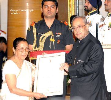 "The President, Shri Pranab Mukherjee presenting the ""Devi Ahilyabai Holkar Award"" to Konoklota Mahila Urban Co-Operative Bank, Assam, at the presentation of Stree Shakti Puraskar 2015, on the occasion of the International Women's Day, at Rashtrapati Bhavan, in New Delhi on March 08, 2016."