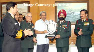 The Union Minister for Defence, Shri Manohar Parrikar presenting the Raksha Mantri's Trophy for the Best Service Hospital to the Commandant, Command Hospital (Eastern Command), Kolkata, Major General T.S. Ahluwalia, in New Delhi on February 18, 2016. The Chief of Army Staff, General Dalbir Singh, the Chief of Naval Staff, Admiral R.K. Dhowan, the Chief of the Air Staff, Air Chief Marshal Arup Raha and the Director General Armed Forces Medical Services Lt. General B.K. Chopra are also seen.