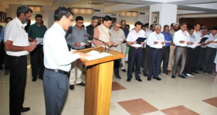 The Chairman, Railway Board, Shri A.K. Mital administering the pledge to the officers and employees of the Ministry of Railway, to mark the commencement of Vigilance Awareness Week, in New Delhi on October 26, 2015