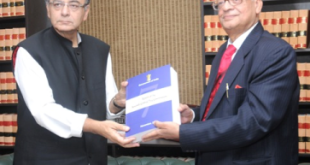 The Chairman of the Seventh Pay Commission, Justice A.K. Mathur submitted its report to the Union Minister for Finance, Corporate Affairs and Information & Broadcasting, Shri Arun Jaitley, in New Delhi on November 19, 2015. (Image Courtesy: pib website)