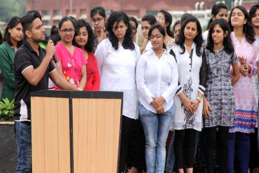 Amit University Students awaken patriotic poems of the Nation (Image Courtesy: Amity.edu)